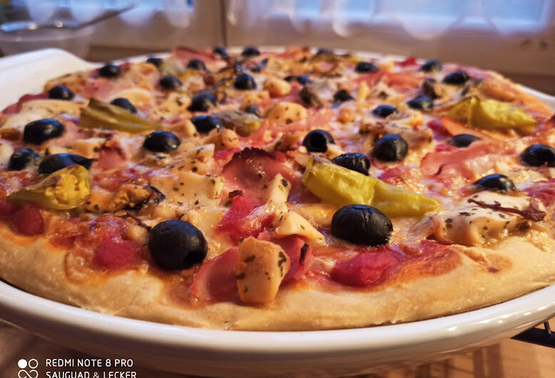 Pizza auf der Stoneware