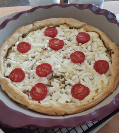 Zucchini-Quiche mit Schafskäse und Tomaten